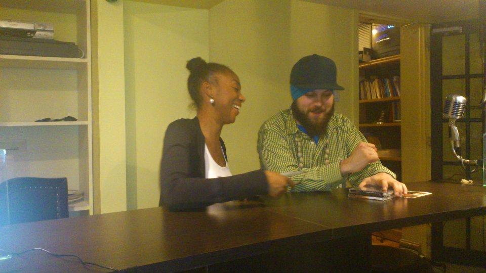 Moment de complicité entre Lady SpecialK et Monk.e – Émission 76, le 12 mai 2012